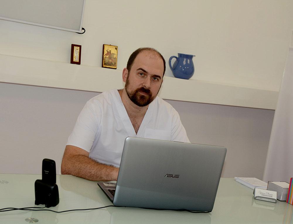 Dr. Răzvan Mulțescu